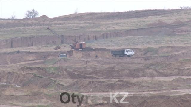В Шымкенте продолжаются рейдовые мероприятия по выявлению фактов незаконной добычи песка и гравия