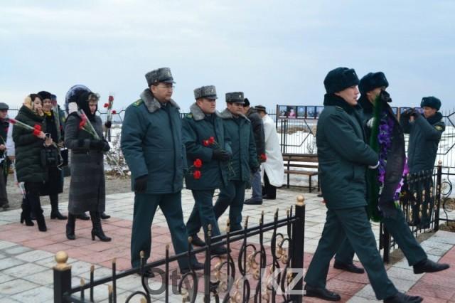 В ЮКО почтили память погибших в авиакатастрофе под Шымкентом