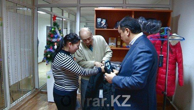 Нуждающимся шымкентцам оказали благотворительную помощь
