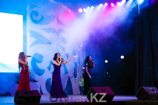 Шымкентская молодежь зажигала на концерте в честь Дня Независимости