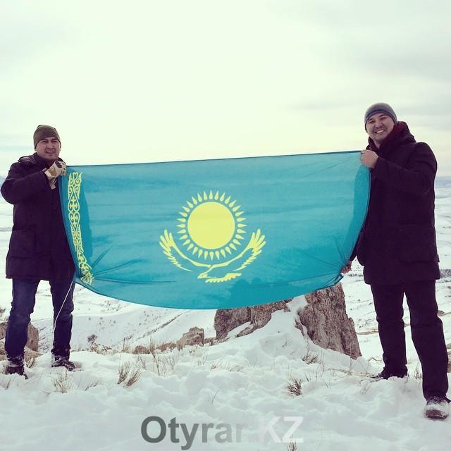 Аким Шымкента отмечает День Независимости РК восхождением на горную вершину