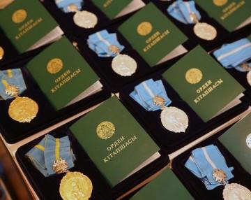 Около 300 матерей получили подвески «Күміс алқа» и «Алтын алқа»
