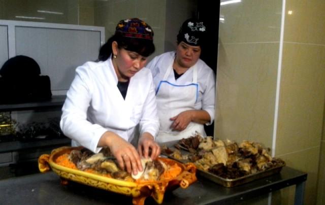 """В Шымкенте прошел гастрономический мясной фестиваль """"Ет асу"""""""