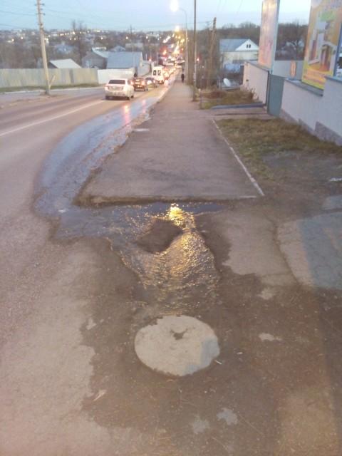 Авария по улице Фурманова из-за прорыва канализации