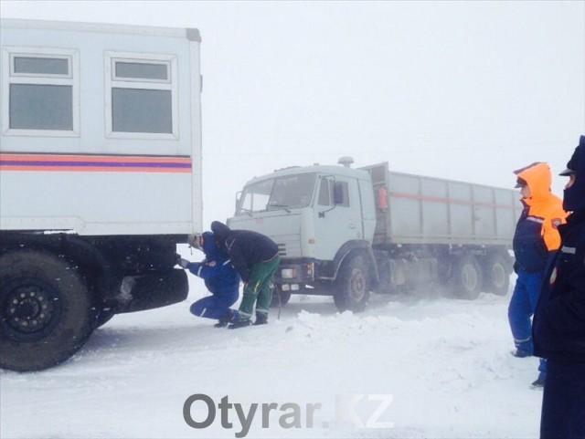 Шымкентские спасатели за сутки вызволили из снежного плена более двадцати человек