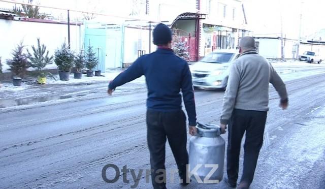 """""""Проклятой дорогой"""" назвали жители одну из старогородских улиц Шымкента"""