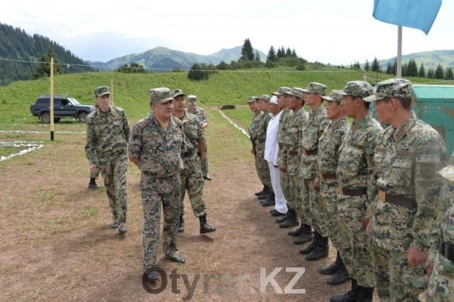 Глава погранслужбы Казахстана проинспектировал южные границы