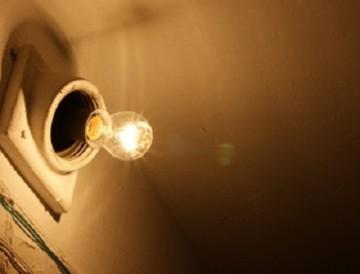 Кто должен платить за свет в подъездах многоэтажек?