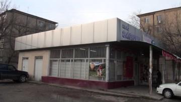 В Шымкенте задержаны трое парней, обокравших магазин