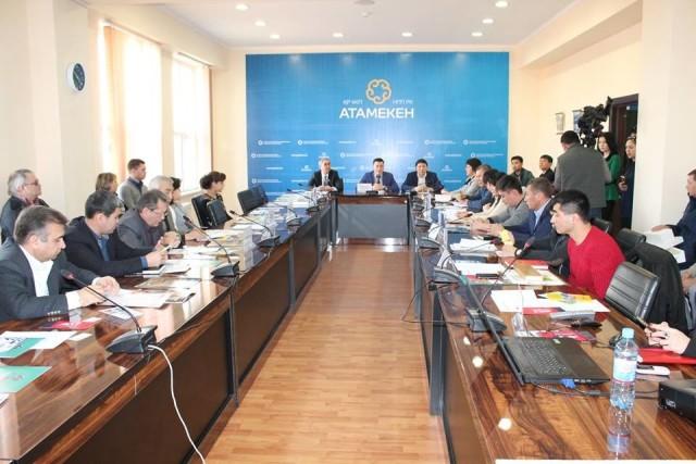 Фото автора. Южно-казахстанские производители строительной продукции обещают заменить импортную продукцию.