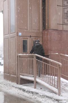 Пользоваться лифто на проспекте Рыскулова не сложно