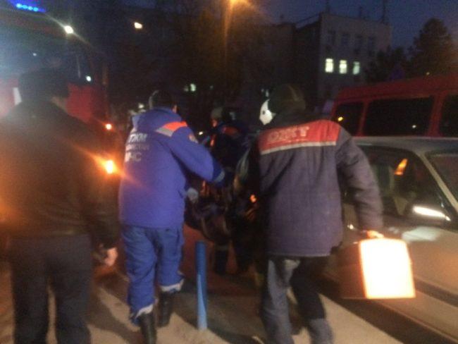В многоэтажном доме в центре Шымкента произошёл пожар. Есть пострадавший
