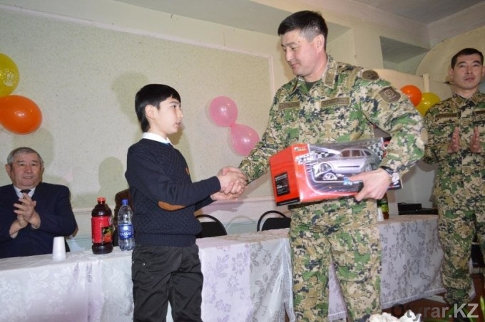 В Южно-Казахстанской области школьник помог пограничникам