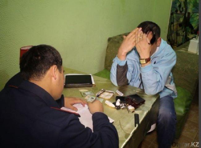 В одном из кафе Шымкента задержан мужчина с пистолетом