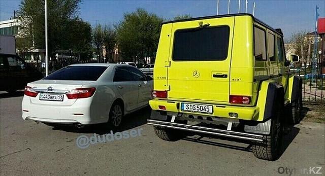 """Сейчас, по словам автора публикации машина находится на парковке возле гостиницы """"Туркестан"""""""