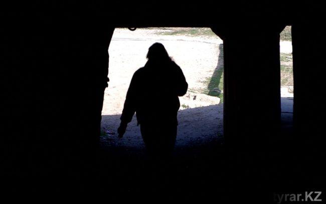 Жители боятся заходить в тоннель, так как в нем нет освещения
