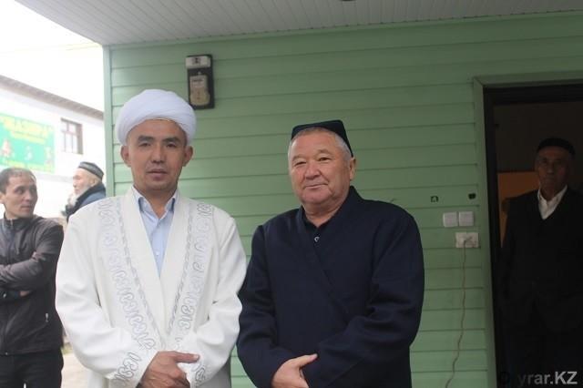 Первый и новый имамы мечети