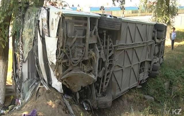 Шымкентский автобус перевернулся под Алматы