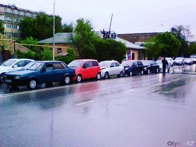 В Шымкенте произошло несколько ДТП. Водители винят дождь