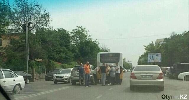 Шымкентские водители автобусов самые бесшабашные