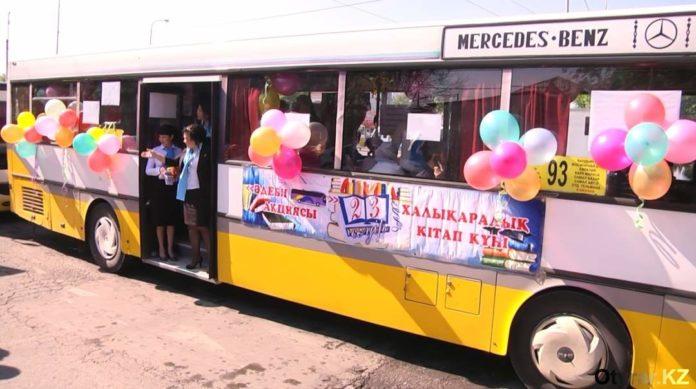 Литературный автобус ездит по улицам Шымкента