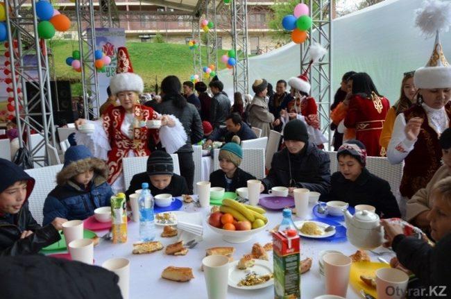 суды ЮКО поздравляют с Наурызом детский дом