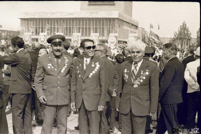 На фото: первый справа - А.Гукасьян. 1975 год