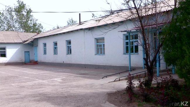 Пока школьники учатся в старом здании школы в три смены