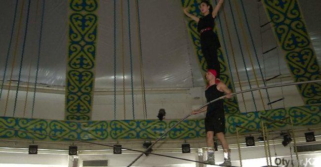 В Шымкентском цирке отпраздновали первую свадьбу