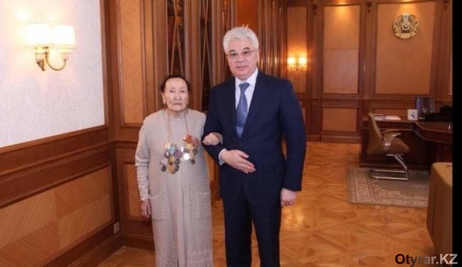 Айша Абдуллина с акимом области