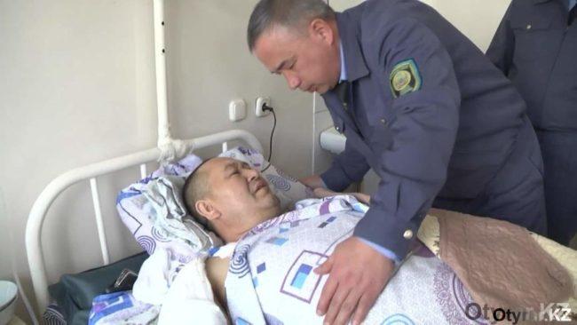 Таможенники навестили спасенного мужчинув Шымкенте