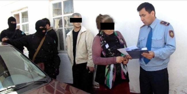 В ЮКО пожилая женщина вместе с сыном продавала героин