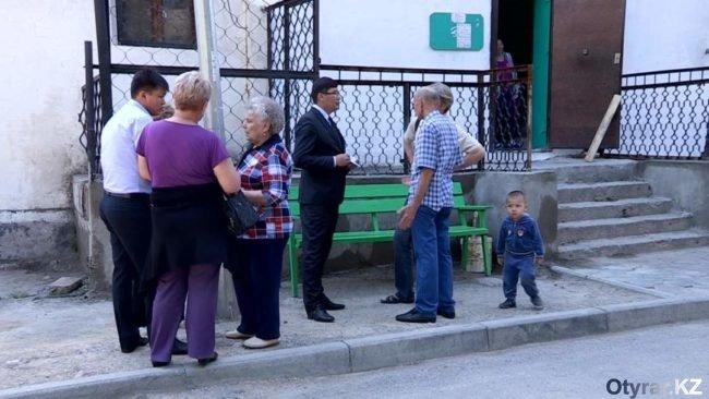 Жители обсуждают с акимом новые лифты