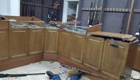 В сети появились фотографии оружейного магазина