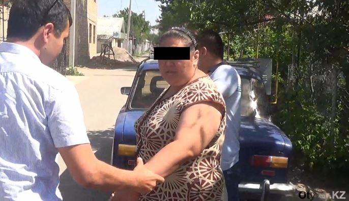 Жительницу Шымкента задержали при продаже героина