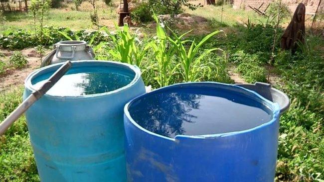Второй год жители поселка Тогуз в летний сезон остаются практически без воды
