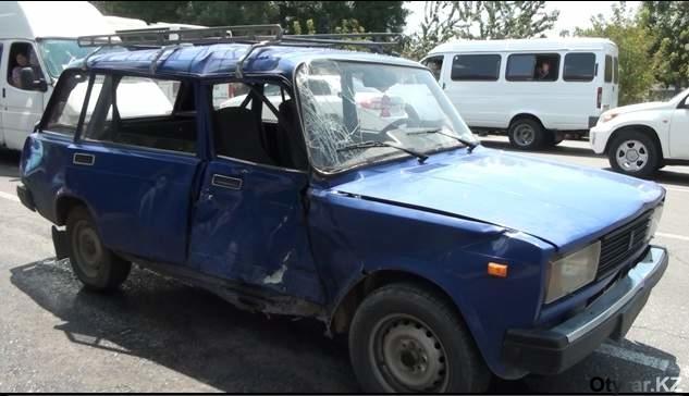 Автомобиль, в который врезался мотоцикл