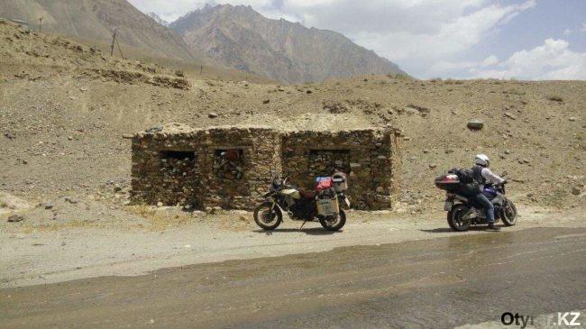 Памирский перевал Ак-Байтал покорился мотоциклистам-путешественникам из Шымкента