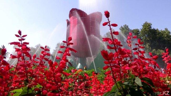"""фонтан """"Тюльпан"""" в Шымкенте"""