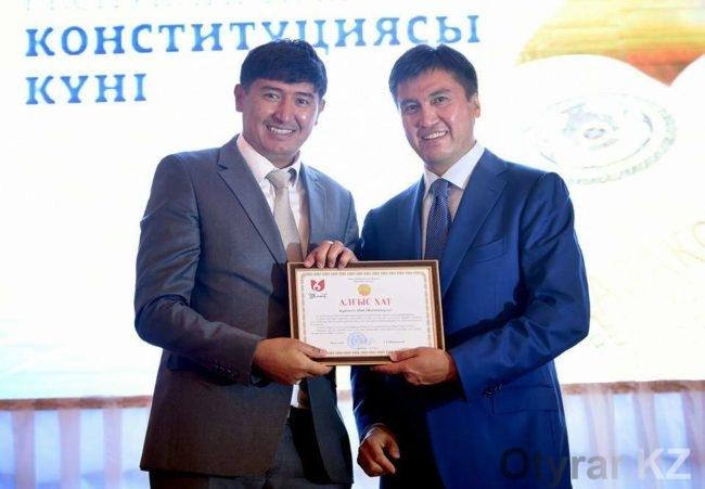 Аким Шымкента поздравил с Днем Конституции