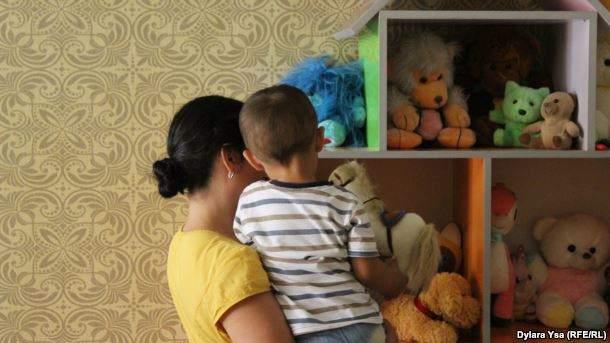 Феруза Жанибекова со своим сыном Ильхамом.