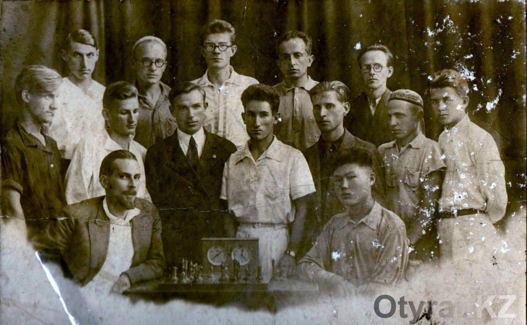 Вот они организаторы чимкентского шахматного клуба в середине сороковых годов прошлого века