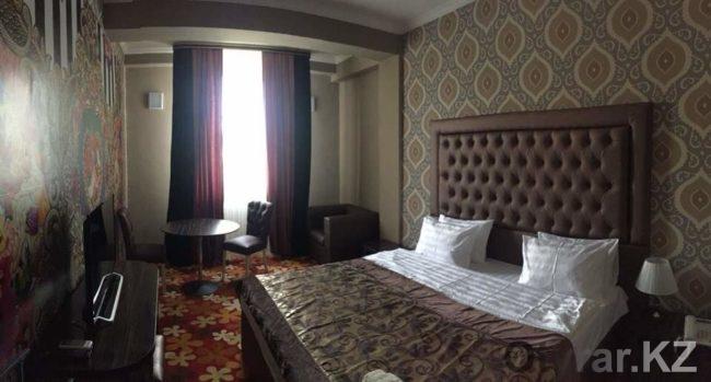 Номера люкс в отеле - будние дни 24900 тенге, в выходные 19900 тенге