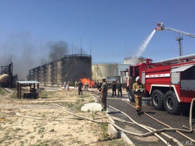 Пожар на нефтехранилище в Шымкенте