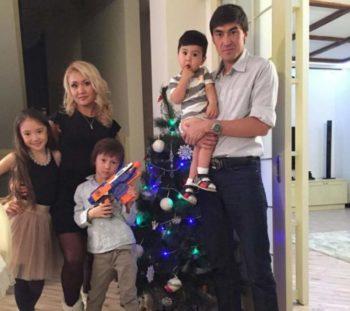 Самат Смаков с семьей