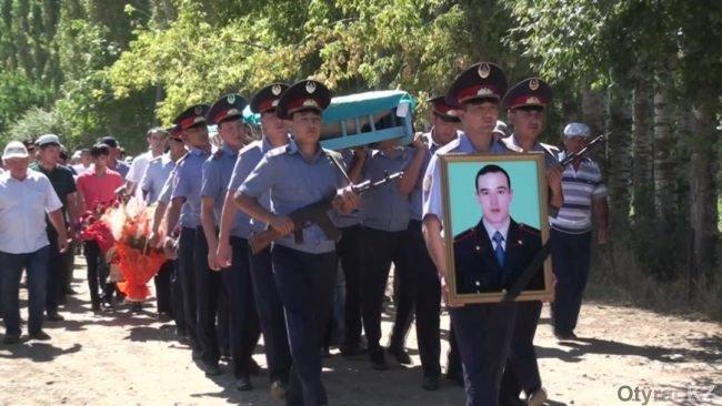 В ЮКО простились c погибшим в Алматы полицейским