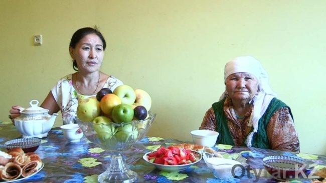 Мама и бабушка Жайны Шекербековой