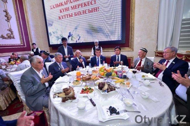 Аким Шымкента Габидулла Абдрахимов поздравил пожилых людей города