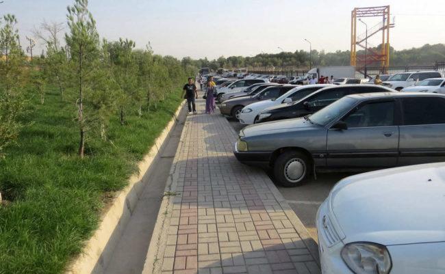 Так же, радуют большие парковки (возле парка, имеется просторная парковка)…