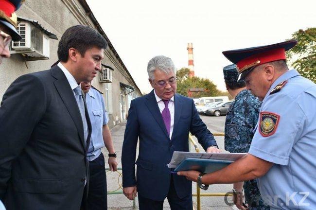 Бейбут Атамкулов ознакомился с работой городских отделений полиции